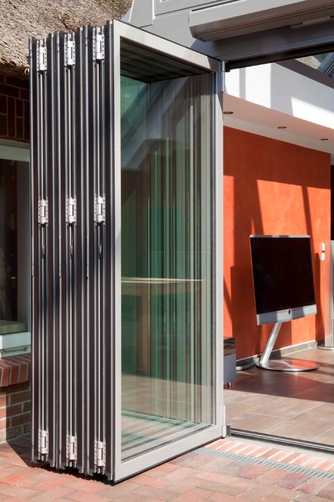 wintergarten oldenburg lichtdurchflutete verbindung smart homes. Black Bedroom Furniture Sets. Home Design Ideas