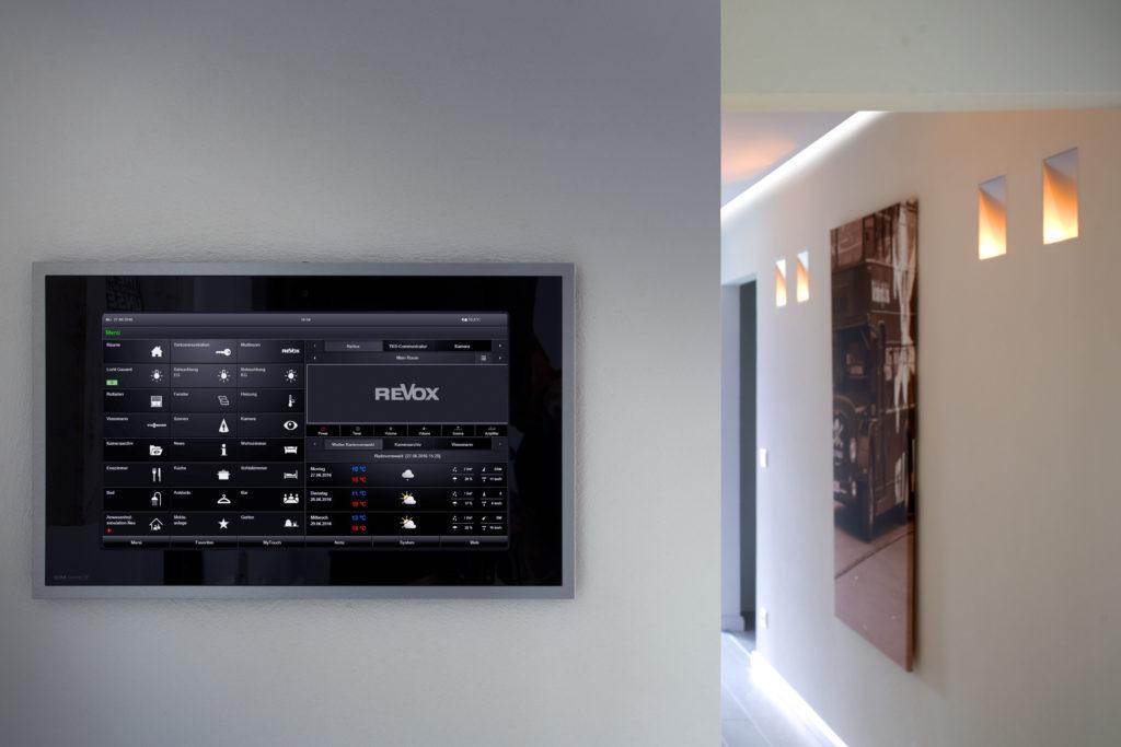 Auch die Unterhaltungselektronik von Revox ist in das KNX System eingebunden und kann zentral bedient werden