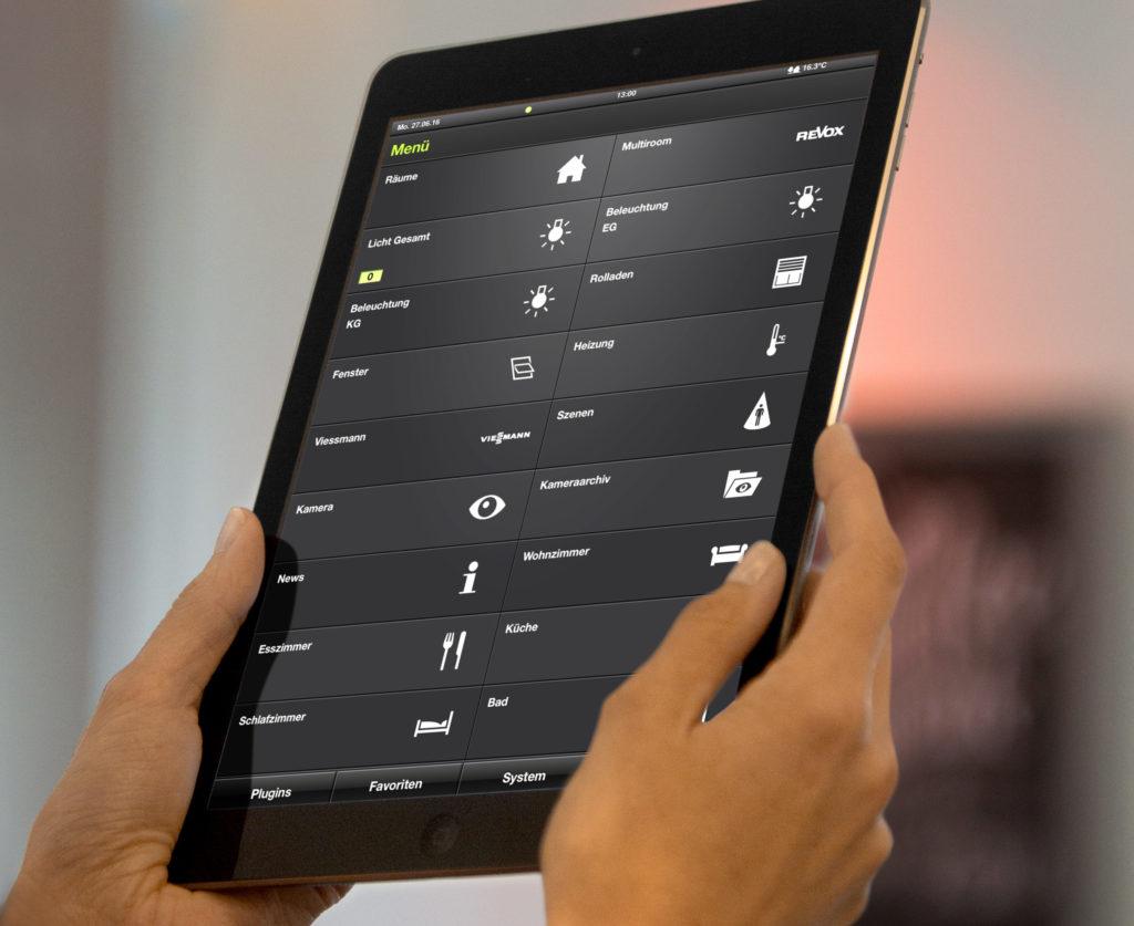 Mit der Gira HomeServer App lässt sich das intelligente Haus auch via Tablet oder Smartphone steuern