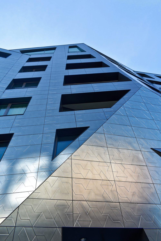 Markant - Das Äußere des Gebäudes beeindruckt mit unzähligen unterschiedlichen Elementen