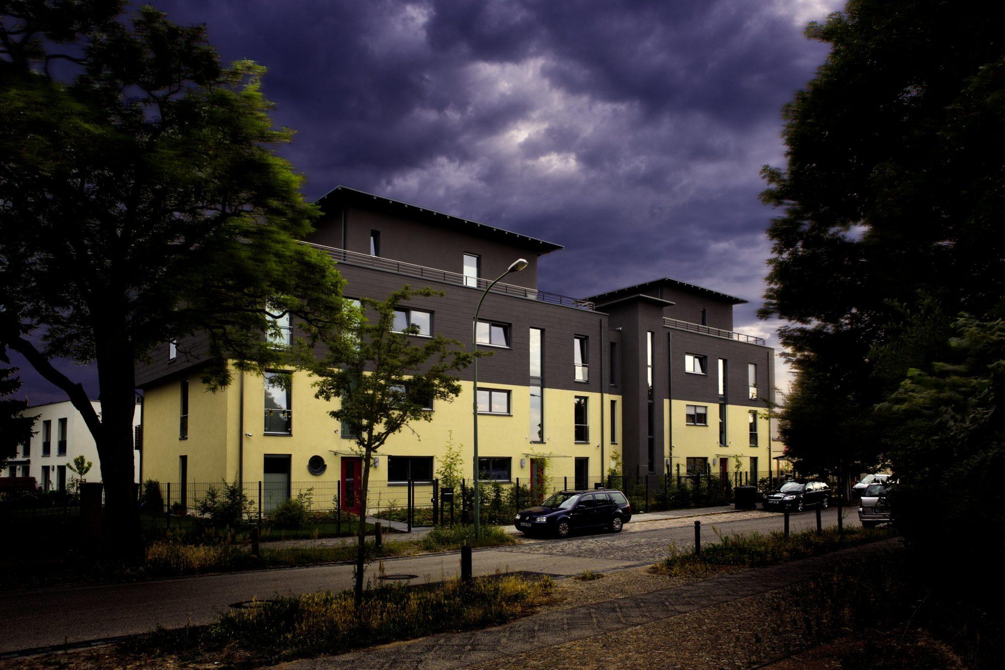 Smart Home gibt es auch in der Vermietung, beispielsweise in diesem Mehrfamilienhaus mit Technik von Gira
