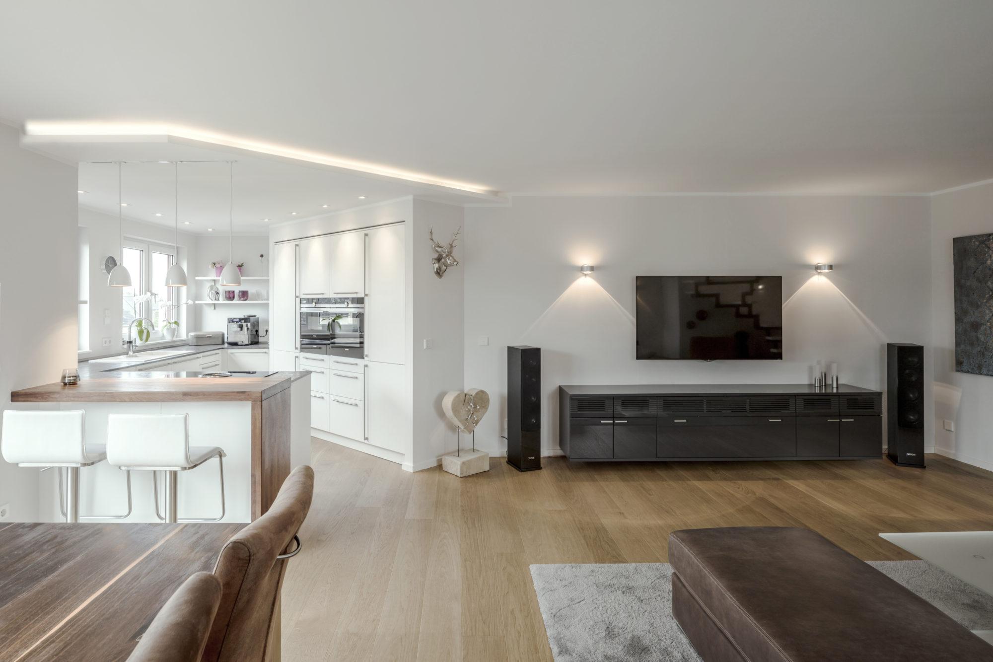 Licht, Verschattung und Heizung gehorchen hier der cleveren, drahtlosen Technik von eNet Smart Home