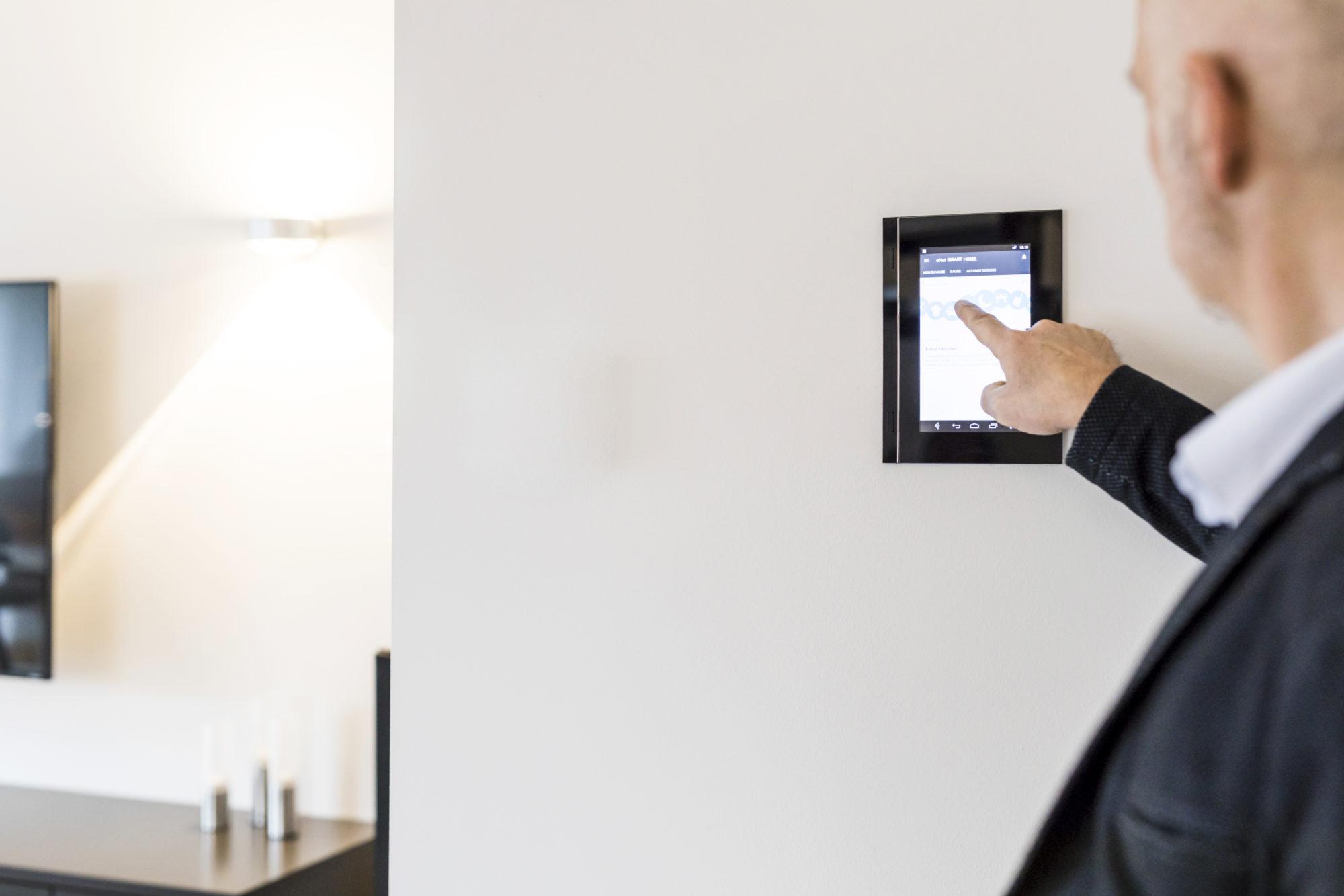 Ein großer Touchscreen bietet souveränen Zugriff auf alle Funktionen