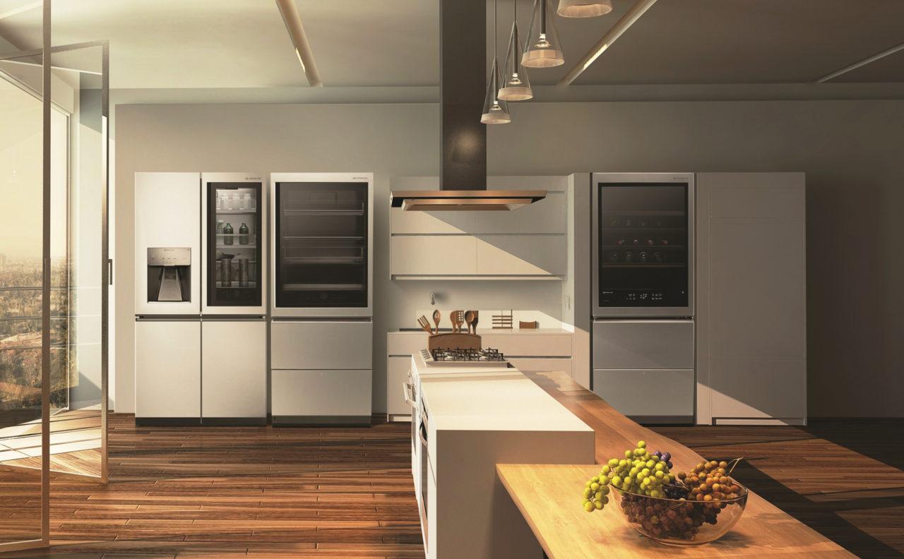 Das futuristische Design des LG SIGNATURE Kühlschranks verleiht der Küche einen besonderen Stil