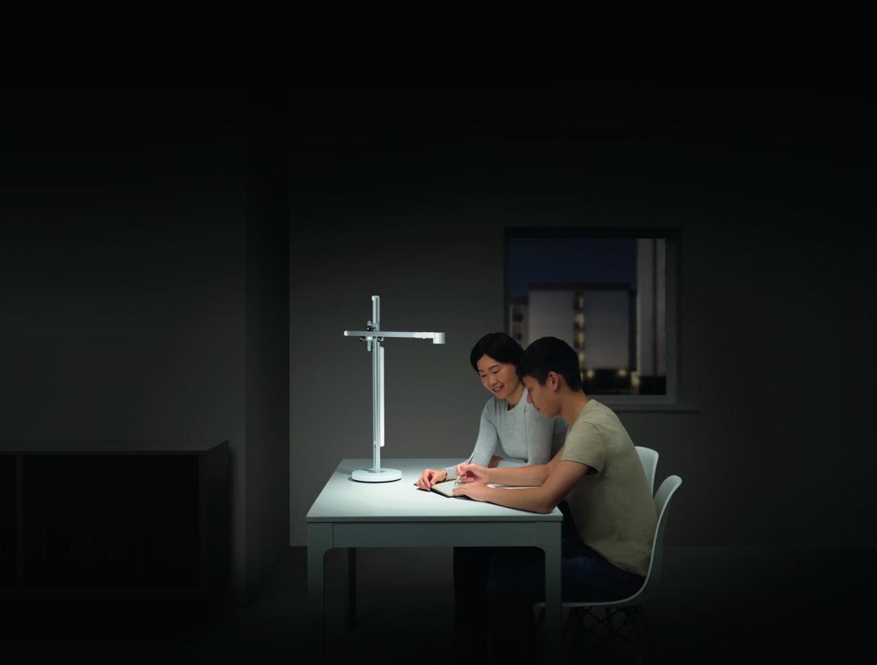 Arbeiten, Entspannen, Lesen, jede Situation verlangt nach anderem Licht. Lightcycle kombiniert diese Flexibilität mit dem jeweiligen Tageslicht