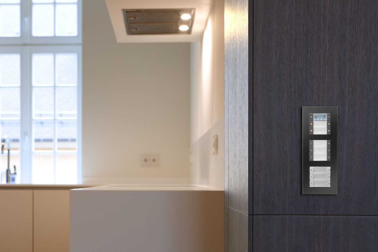 Farblich angepasste Schalter fügen sich harmonisch ins Interieur ein