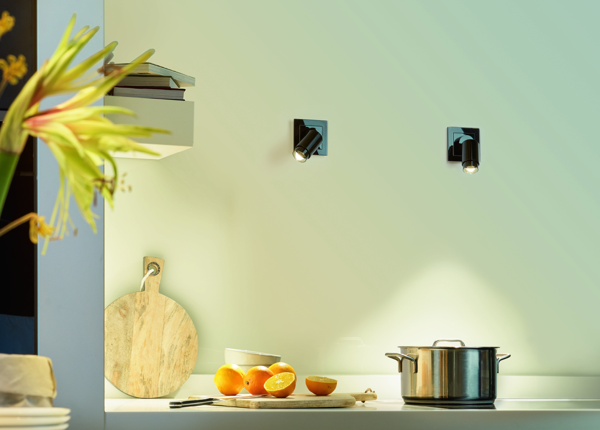 Jung Plug & Light in der Küche angebracht