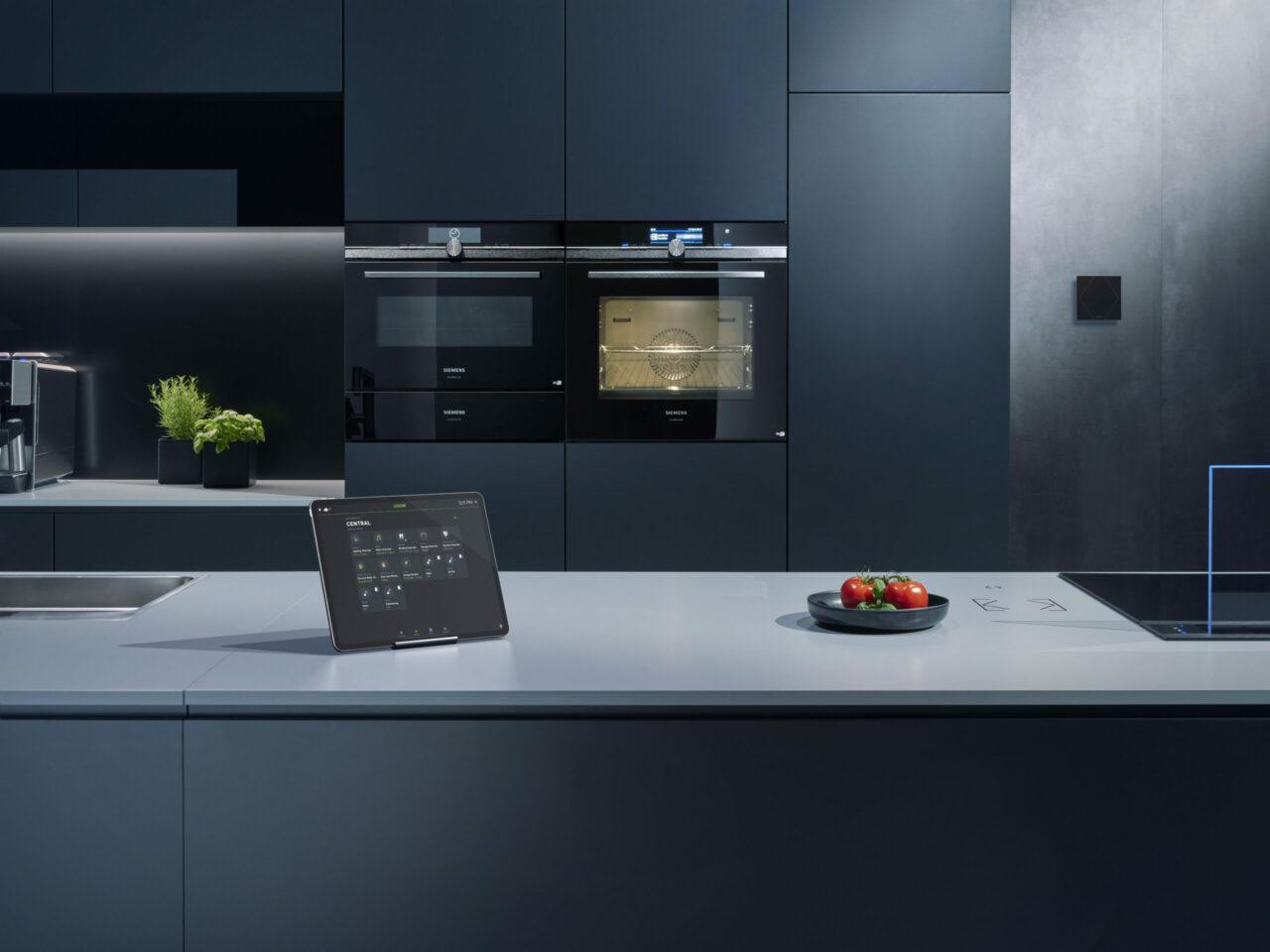Smartes Doppel - Die neue Home Connect Schnittstelle verbindet smarte Haushaltsgeräte von Siemens mit der intelligenten Gebäudeautomation von Loxone